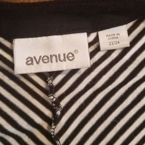 Avenue Tops - Avenue black and white striped cardigan sz 22/24